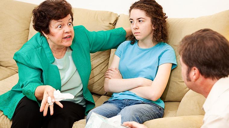 高階女主管不敵婆婆刁難 過年壓力過大眩暈倒地